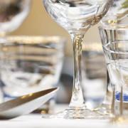 Mooi gedekte tafel met aandacht Mind Your Guest Robert Bosma