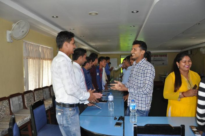 PUM Chitwan Sauraha hotel HAN model van aandacht gastvrijheid gasten gastvrij zijn gastvrijheid service kwaliteit aandacht veiligheid vertrouwen the connect effect Mind Your Guest Robert Bosma training hospitality klantvriendelijkheid oogcontact lachen
