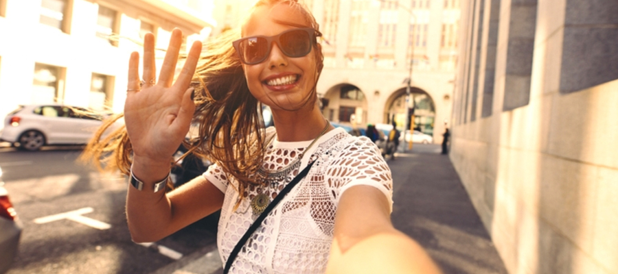 De invloed van de influencer influencer blogger vlogger, klantencontactmerk online thuis bezorgd marketing communicatie adviseur model van aandacht gastvrijheid gasten gastvrij zijn gastvrijheid service kwaliteit aandacht veiligheid vertrouwen the connect effect Mind Your Guest Robert Bosma training hospitality klantvriendelijkheid merk merkstrateeg