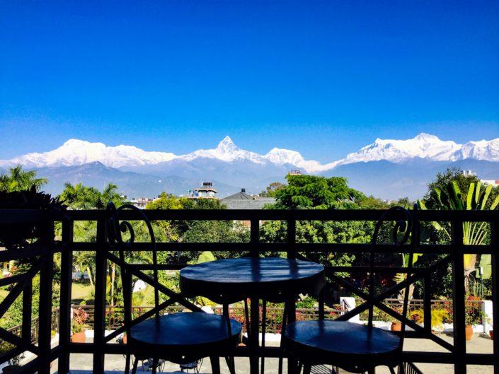 Met het management en staff van het Shangri-La Hotel himalaya